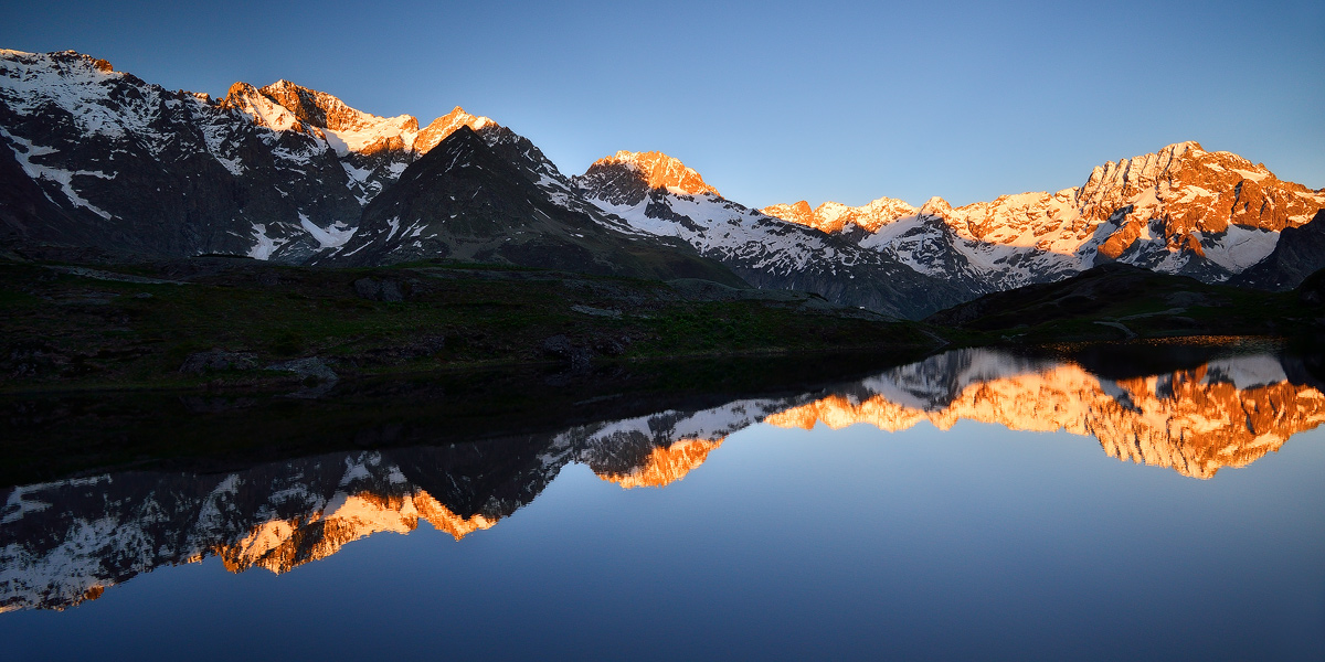 France-Alps-Ecrins-Lac-Lauzon-Red-summits
